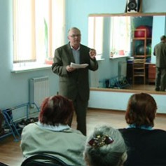 Для смоленских пенсионеров полицейские организовали «Школу безопасности»
