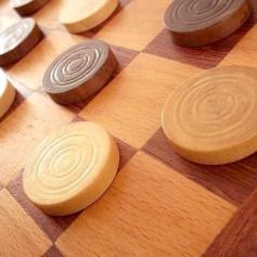 Как выигрывать в шашки?