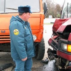 Шесть человек погибли утром в ДТП на трассе М-1. Микроавтобус столкнулся с тягачом в Смоленской области