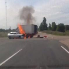 Cпасший водителя загоревшегося ВАЗа смолянин получит награду