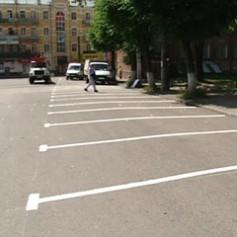 В центре Смоленска изменили дорожную разметку и организовали парковку