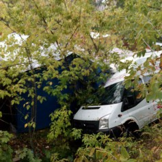 Пьяный водитель маршрутки улетел в кювет в Смоленске