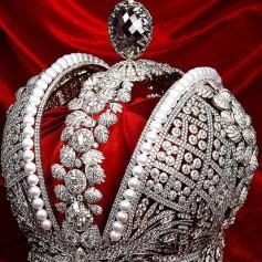 Смоленские ювелиры готовы продать реплику российской короны за миллиард