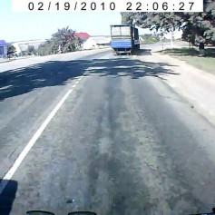 Lada Priora «притерлась» к Камазу в Смоленской области. Водитель легковушки получил травмы