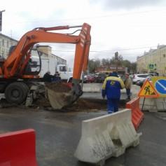 «Квадра» начала раскапывать «фонтан на Колхозке» в Смоленске
