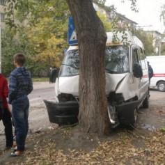 В Смоленске машина сбила 80-летнюю бабушку прямо на тротуаре
