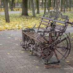 В Смоленске появилась дизайнерская скамейка