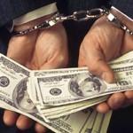 Бывший сотрудник УФСКН обвиняется в получении взятки