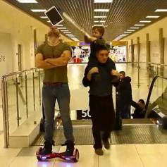 Разбивший планшет смоленский мальчик стал звездой «Ютуба»