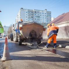 На улицах города продолжается аварийный ямочный ремонт