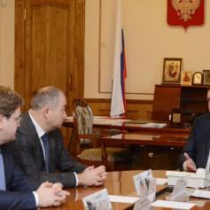 Смоленский губернатор пообещал многодетной матери автомобиль