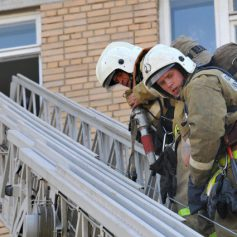 На улице Тенишевой из-за пожара эвакуировали 11 человек