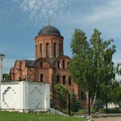 Стоянку возле церкви Петра и Павла запретят