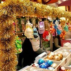 Широкий выбор новогодних товаров в магазине «Огни-Елки»