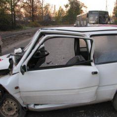 В Рославльском районе не поделили дорогу две женщины на ВАЗах
