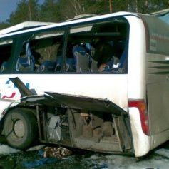 Смоленский водитель автобуса с пассажирами влетел в КАМАЗ и фуру под Воронежем