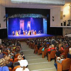 На традиционную губернаторскую елку приехали дети со всей Смоленской области