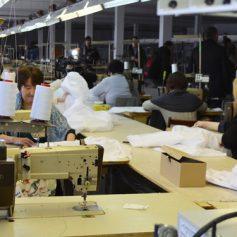 В Смоленской области швейная фабрика выручает стекольный завод