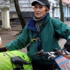 Через Смоленск проедет самая пожилая вело-пенсионерка России