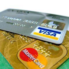 Мошенники продолжают похищать деньги с банковских карт смолян