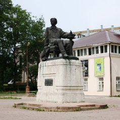 Площадки возле памятников Микешину и Кутузову облагородят