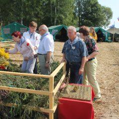 Смоленские активисты ОНФ посетили лагерь международной Вахты памяти в Гагаринском районе
