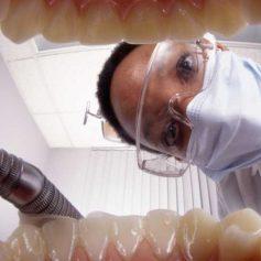 В Смоленской области стоматолог-мошенник обманул клиентку
