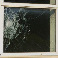 Смолянину грозит срок за разбитые окна