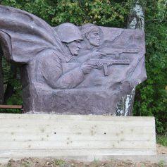 Смоленские предприниматели на собственные средства возвели мемориал павшим солдатам в Иловке
