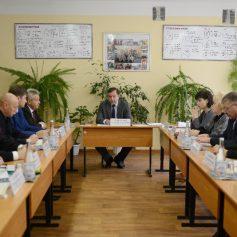 Губернатор Алексей Островский провел в Ярцево совещание, на котором обсудили факт избиения сверстницами двух учениц одной из местных школ