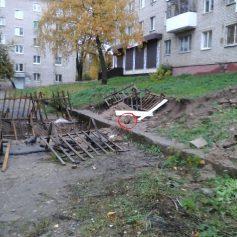 В Смоленске коммунальщики убрали плиту, под которой были «замурованы» щенки
