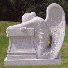 Надгробия из различных видов материалов