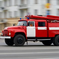Ну улице Рыленкова горел подъезд жилого дома