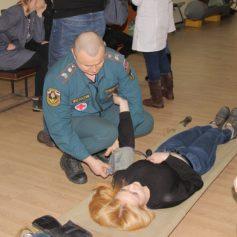 Смоленские спасатели показали лайфхаки по первой помощи пострадавшим в ЧС