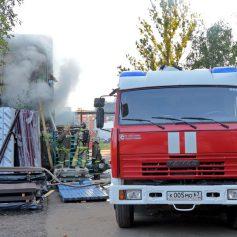 В Смоленске утром сгорел склад