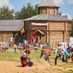 Смоляне побывали на рыцарском турнире в Беларуси