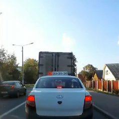 В Смоленске автомобилист объехал затор по встречной полосе