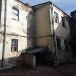 «Опасно заходить». Жители Смоленска пожаловались на разваливающийся дом