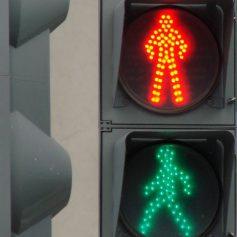 В Смоленске появился первый «говорящий» светофор