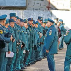 В Смоленске устроили строевой смотр сотрудников МЧС