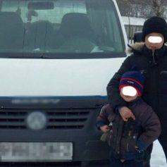 Автомобиль BMW врезался в медицинский центр в Смоленске
