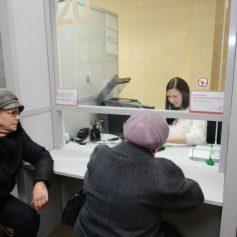Губернатор проверил работу МФЦ в Смоленске после жалоб в соцсетях