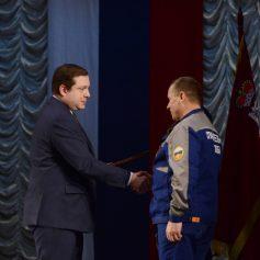 Алексей Островский поздравил смоленских спасателей с профессиональным праздником