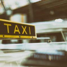 «Горячая линия» по услугам такси и каршеринга появилась на Смоленщине