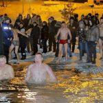 Более 13 тысяч человек искупались на Крещение в Смоленской области