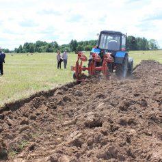 В Смоленской области прошел первый региональный конкурс пахарей