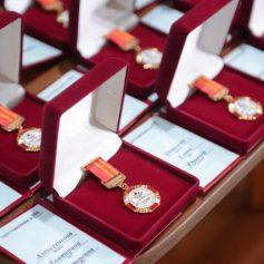 Почетные знаки «Материнская слава» вручили матерям в Смоленской области