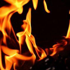 Автомобиль «ЗИЛ» загорелся на станции Дурово в районе Сафонова