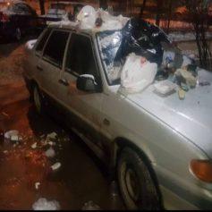 Завалили машину мусором. Смоляне наказали автохама