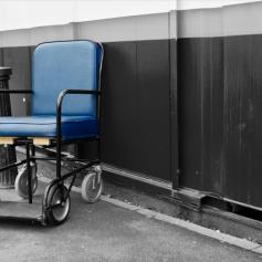 Прокуратура проверит условия жизни смоленского инвалида